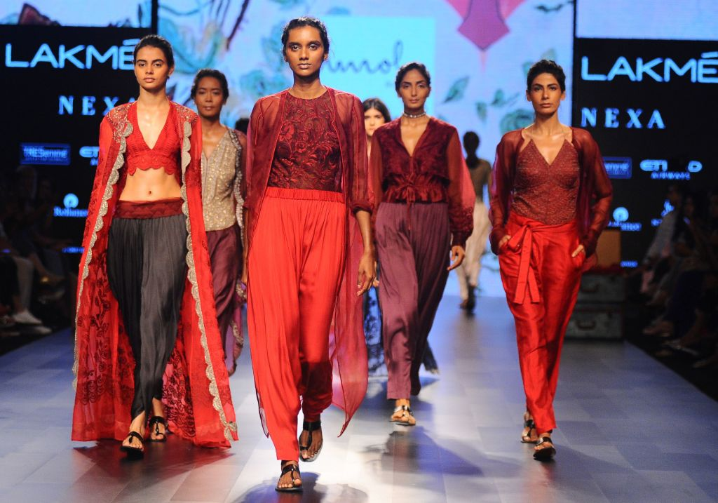 Lakme Fashion Week To Launch Virtual Showroom To Support Fashion Industry Gg2